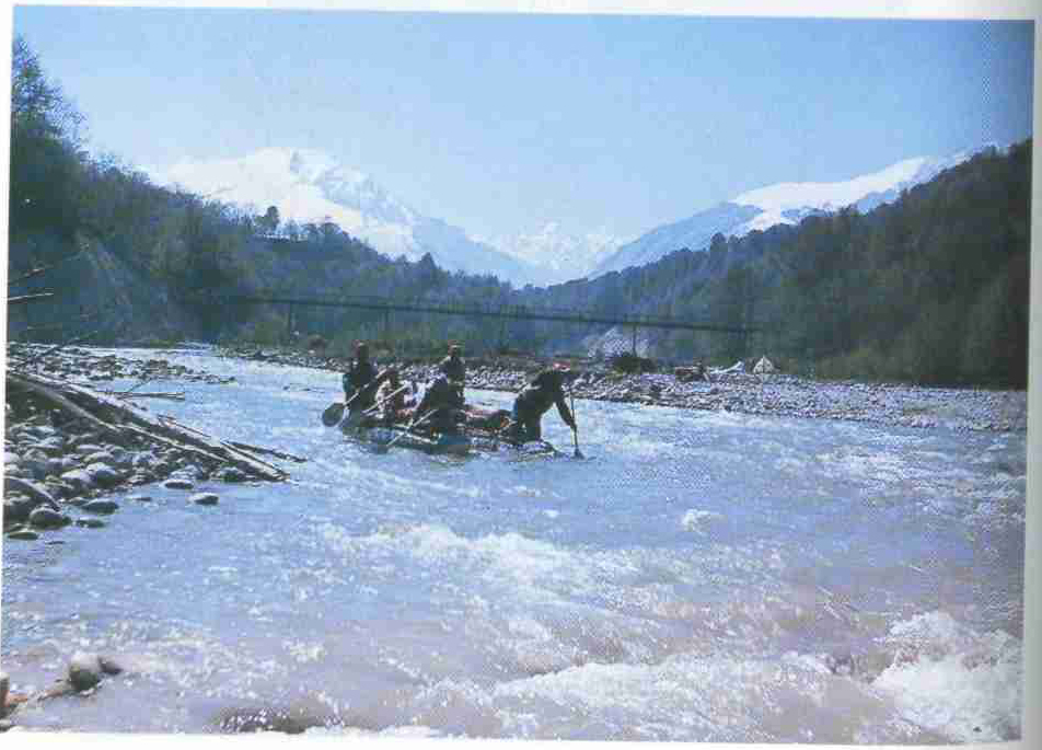 Сплав на плотах по кавказским рекам.