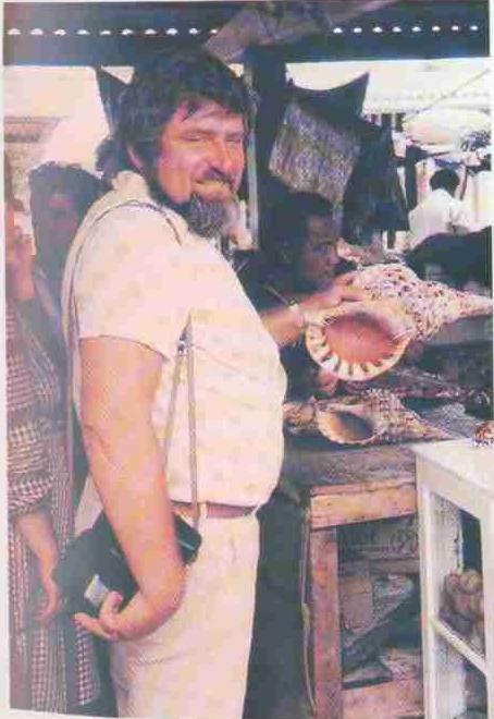 «У причала - базар, где продаются рыбы и раковины самых невероятных расцветок...», стр.114