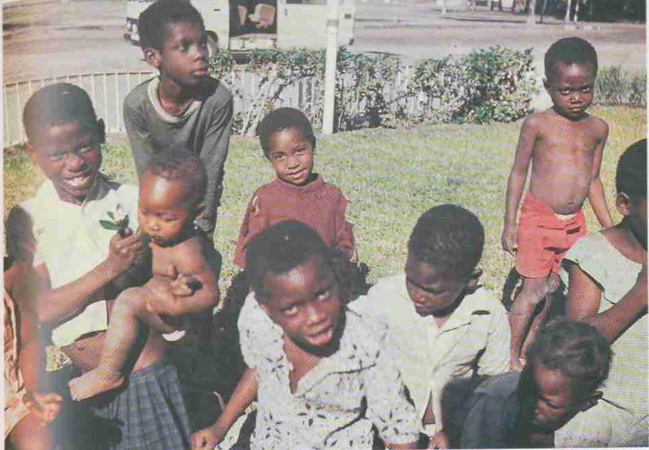 «Дети красивы повсюду, а эти, с огромными черными глазами на пол-лица — особенно», о-ва Фиджи, стр. 104